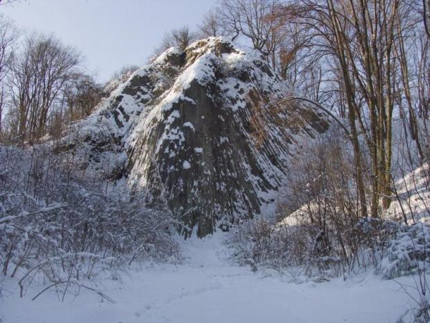 Skałka zimą #Rataj #MałeOrganyMyśliborskie #góra #skałka #zima #ParkKrajobrazowyChełmy