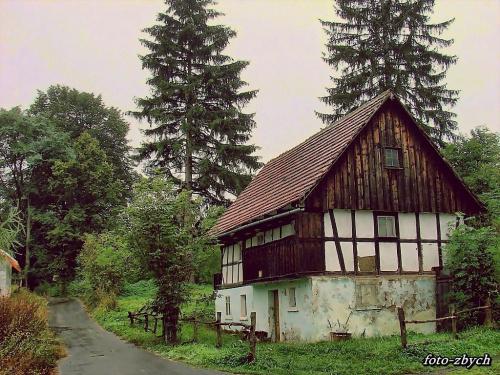 Stara chatka we wsi Pławna /dolnośląskie/. #wieś #uliczka #chata