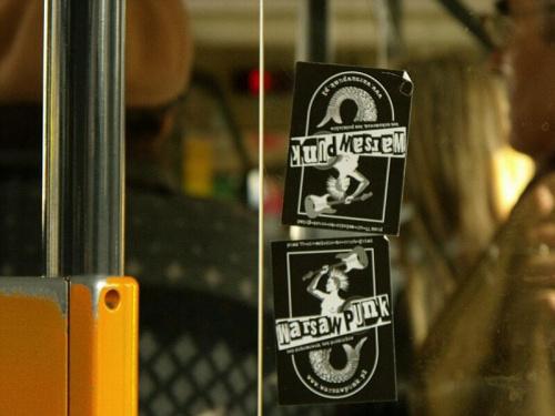 Ślad po gościach z Warszawy pozostawiony w jednym z autobusów radomskiego MPK. #Radom #Warszawa #punk #WarsawPunk #MPKRadom #autobus #Linia17