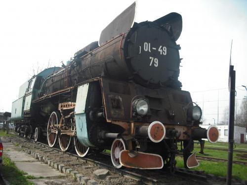 Parowóz przed lokomotywownią w Tarnowie. #kolej #parowóz