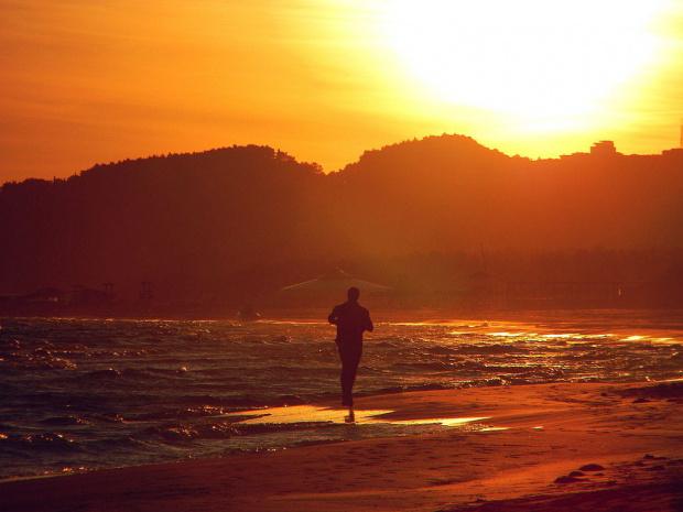 bieg w stronę słońca