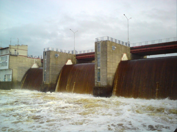 Zrzut wody ze Zbiornika Sulejowskiego 24.05.2010 #Smardzewice #TomaszówMaz #Salew #Sulejowski #powódź #pilica