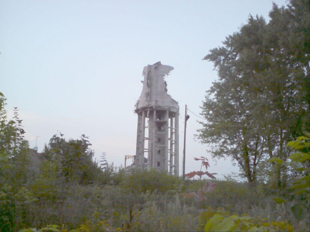 Wieża ciśnień stan 2 VIII 2010. Cegielniana w TM #WieżaCiśnień #TomaszówMazowiecki