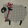 Owca w pepitkowym sweterku :) #HaftKrzyżykowy #rękodzieło