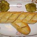 Bagietka zapiekana z masłem czosnkowym. #grzanki #zapiekanki #bagietka #śniadanie #kolacja #przekąski #MasłoCzosnkowe #kulinaria #jedzenie #gotowanie
