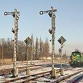 Stacja Brodnica SM-42 1133 ZT Olsztyn + wagon Gbs w kierunku Grudziądza i dwa semafory kształtowe wraz z tarczami manewrowymi #Brodnica #Lokomotywa #Kolej #Gbs #Pociąg #Semafor #Kształtowy #Tarcza #Manewrowa