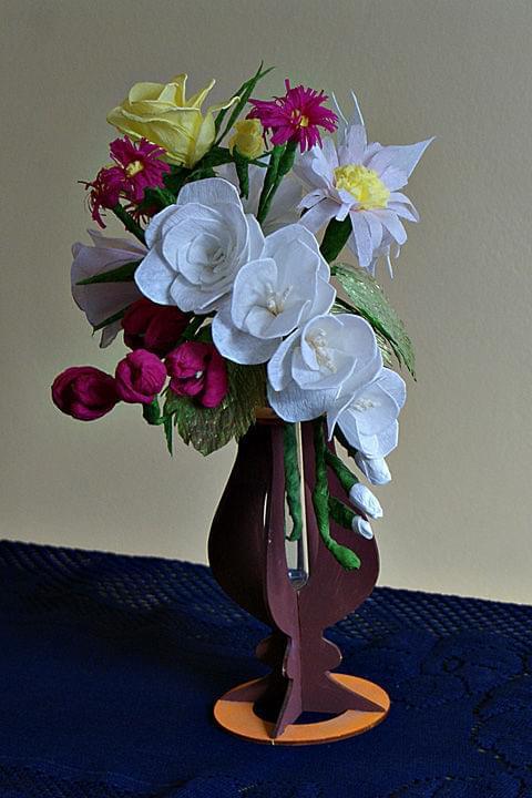 Bukiecik #bibuła #dekoracje #hobby #KompozycjeKwiatowe #krepina #KwiatyZBibuły #MojePrace #pomysły #RobótkiRęczne