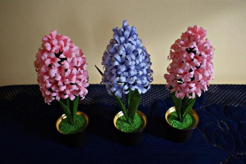 Hiacynty #bibuła #dekoracje #hobby #KompozycjeKwiatowe #krepina #KwiatyZBibuły #MojePrace #pomysły #RobótkiRęczne
