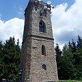 Najstarsza i najwyżej położona kamienna wieża widokowa w Karkonoszach postawiona przez hrabiego Harracha w 1900 roku,anteny troszkę ją szpecą,ale bez tego pewnie by się już rozsypała.. #Czechy #WieżaWidokowa #Żaly #Benecko